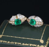 A pair of vintage emerald and diamond earrings, 18 kt. gold and white gold, 1940s (2)