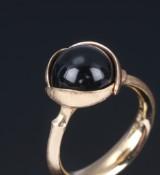 Ole Lynggaard. Lotus ring, 18 kt. gold, black onyx