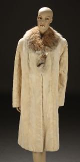 Frakke af hvid minkpels, str. 42