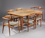 Hans J. Wegner dining suite. Dining table with six chairs (7)