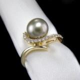Brillantring af guld med Tahiti perle