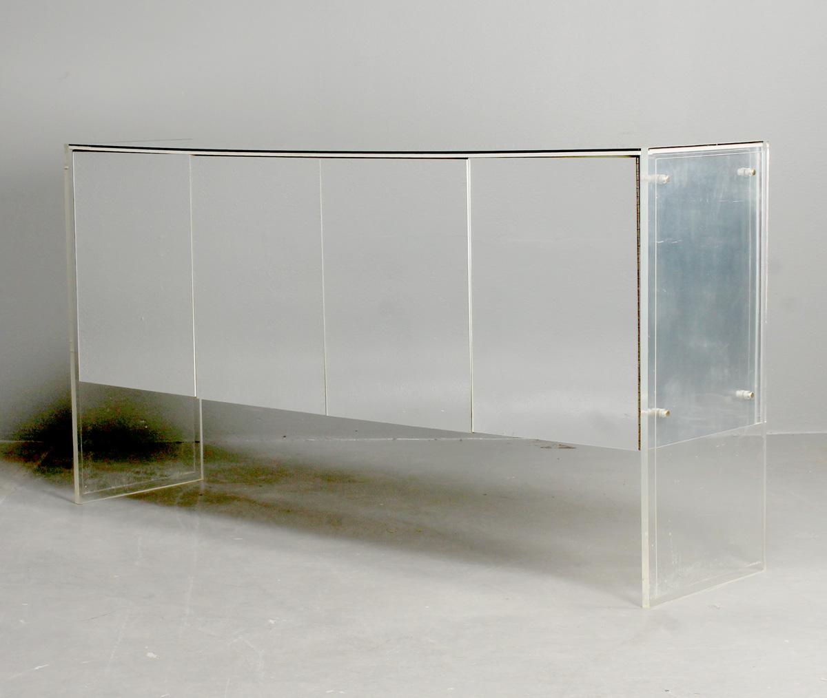 Inredning akrylplastskiva : Auktionstipset - Milo Baughman, sideboard, akryl och spegelglas