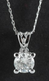 Pendant in 14k set with a diamond 0.32ct