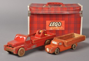 Fabriksnye Slutpris för Lego kuffert samt to lastbiler HT-69