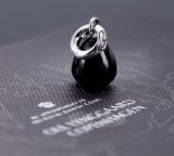 Ole Lynggaard. En 'Sweet Drops'-charm i 18 kt. hvidguld med onyx og brillant