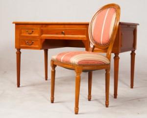 slutpris f r schreibtisch mit stuhl im stil. Black Bedroom Furniture Sets. Home Design Ideas