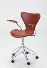 Arne Jacobsen. Office chair, model 3217, cognac-coloured leather