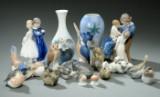 Royal Copenhagen og Bing & Grøndahl, samling figurer, samt to vaser (17)