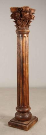 Korinthisk søjle af træ