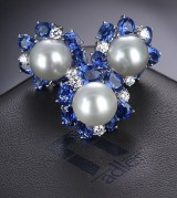 Adler. South-sea cultured pearl, sapphire, and diamond jewellery set in 18 kt. white gold in matching case (3)