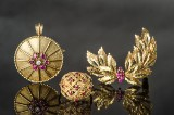 Sæt rubin-diamant-guldsmykke:  Vedhæng-broche, broche og 1 ring (3)
