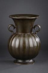 Just Andersen vase af bronzepatineret diskometal, dessin 1925