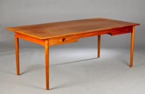 Hans J. Wegner 1914-2007. Skrivebord model PP312 af massiv mahogni