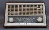 Philips Radio A/S, København. Bordradio model 'Menuet' type BDK 393 A, ca. 1959