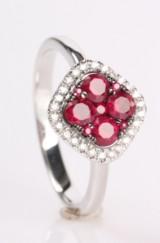 Rubin- og diamantringt fra Diamonds by Frisenholm, 14 kt  rhodineret guld.