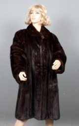 Saga Selected. Mahogany-coloured mink swing coat, size 40