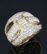 Modern diamond ring, 18 kt. gold, total approx. 2.50 ct