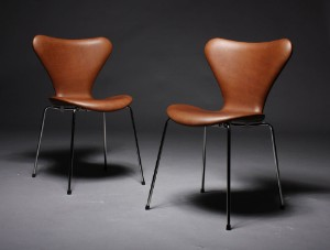 Arne Jacobsen Stoel : Arne jacobsen. stühle serie 7 cognacfarbenes savanne leder hohes