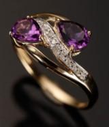 Ring af 9 kt guld, diamant og ametyst