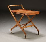 Dansk møbelproducent. Sammenklappelig serveringsvogn / rullebord, teaktræ