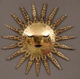 Väggdekoration i form av sol, i mässing