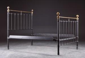 messing seng Seng af bemalt jern og messing   Lauritz.com messing seng