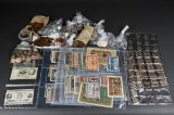 Samling af nødpenge og mønter.