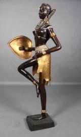Afrikansk kvinde, bronze skulptur.160 cm.