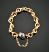 Ole Lynggaard. Gold bracelet (Mega) with globe-shaped clasp