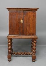 Kryddskåp på ställning, senbarock, 1700-tal