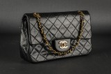 Chanel. Skuldertaske. Model Classic flap, small. Sort lammeskind.