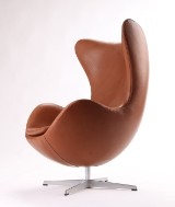 Arne Jacobsen. The Egg easy chair, cognac-coloured aniline leather