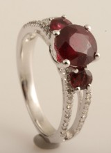 Ring with rubys and diamonds approx. 2.2ct & 0.16ct