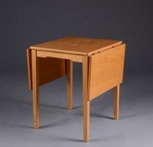 lille spisebord Møbelproducent. Lille spisebord af egetræ med klapper | Lauritz.com lille spisebord