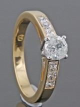 Diamond ring in 18kt set with brilliant cut diamonds 0.95ct