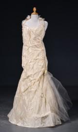 Rembo Skyligh - Brudekjole str. 54. Halterneck af perlerækker og tyl