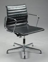 Charles Eames 1907 - 1978. Kontorstol fra serien 'Aluminium Group' model EA-108