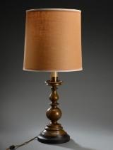 Stor bordlampe med stamme af bronzepatineret metal