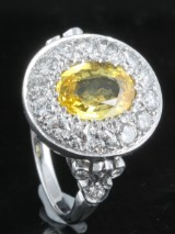 Diamond and yellow sapphire ring, 18kt. gold, approx. 1.20ct