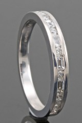 18kt brilliant and baguette-cut diamond wedding ring approx. 0.50ct