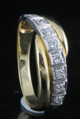 18kt diamond ring.