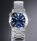 Omega 'Seamaster Professional'. Herreur i stål med blå skive med dato, ca. 1998