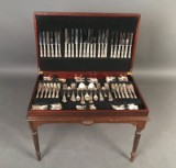 Sheffield dining cutlery in large wooden case (125)