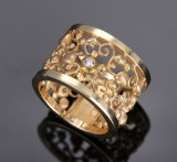 Ole Lynggaard. 'Tornerose' ring, 14 kt. red gold with diamonds