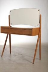 Dansk møbel producent, sminkebord af egetræ