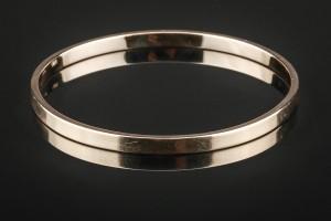 Armring af guld - Dk, Hørsholm, Vibe Alle - Armring af 14 kt. guld. B. 4,5 mm. Indvendig Ø 6,4 cm. Vægt ca. 24,3 gram. - Dk, Hørsholm, Vibe Alle