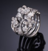 Cenius & Bach. 18 kt. Satin-brushed white gold with diamonds (4)