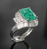 Diamond and emerald ring approx. 1.12 ct and 4.73 ct.