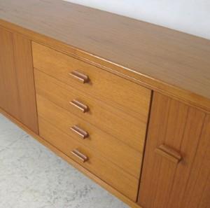 sideboard der 1960 70er jahre in teak. Black Bedroom Furniture Sets. Home Design Ideas