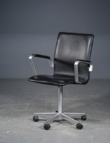 Arne Jacobsen. 'Oxford' chair with black leather, model 3271